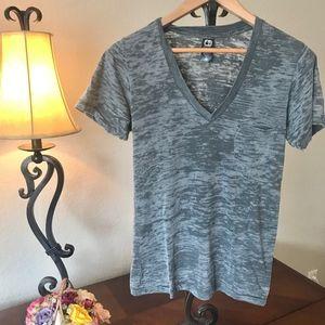 Alternative V-neck pocket T-shirt